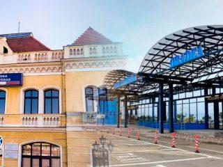 La Oradea cu trenul sau avionul