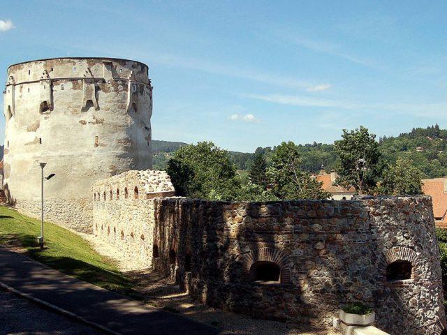 Bastionul Postăvarilor