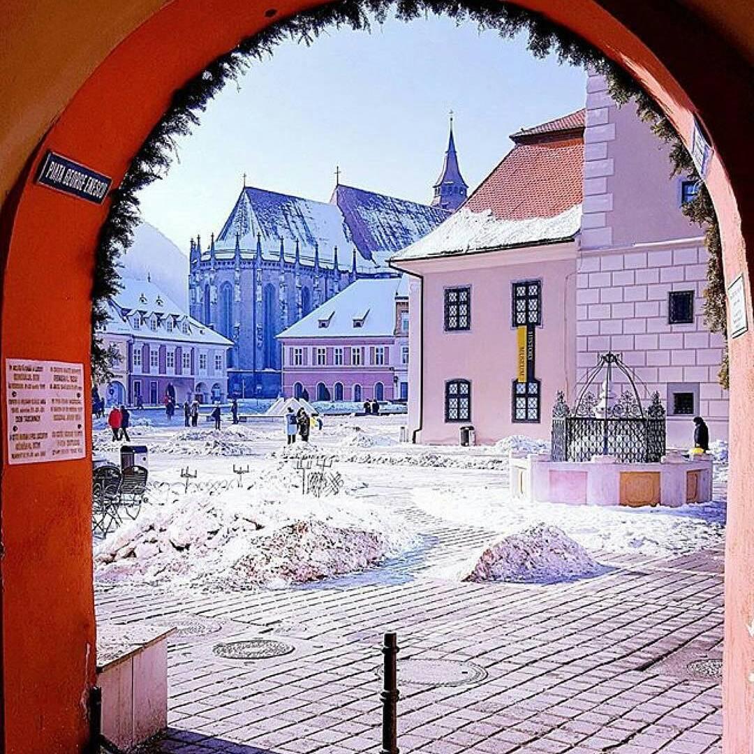 Fie vară, fie iarnă vremea la Brașov este fantastică