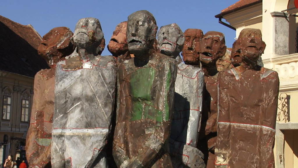 Povestea siluetelor umane din Piata Sfatului