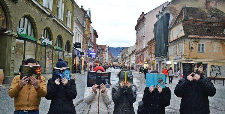Lectura unește brașovenii – Cel mai mare lanț de oameni care citesc