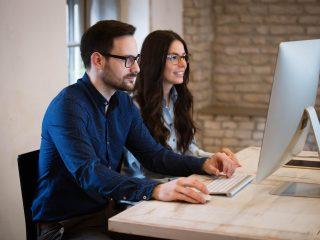 Ce beneficii aduc aplicațiile software de calcul salariu și pontaj?