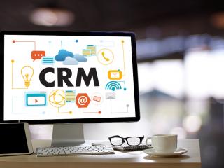 Gestionează managementul oportunităților și istoricul vânzărilor  într-un singur loc folosind un CRM