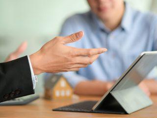 Cum să eficientizezi munca agenților de vânzări folosind o soluție de tip SFA