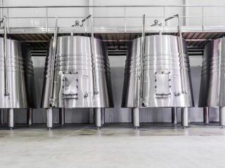 Rezervoare și rafturi inox – de ce afacerea ta are nevoie de ele?