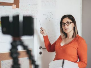 2 strategii de succes dacă participați la cursuri online